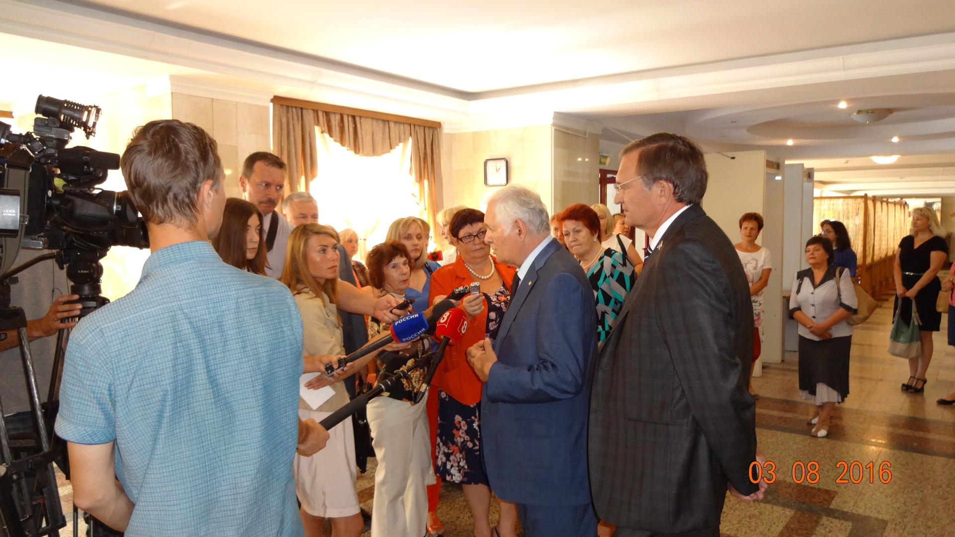 Телеканал ОТС: Главный детский врач страны Леонид Рошаль прибыл в Новосибирск с рабочим визитом (ВИДЕО)