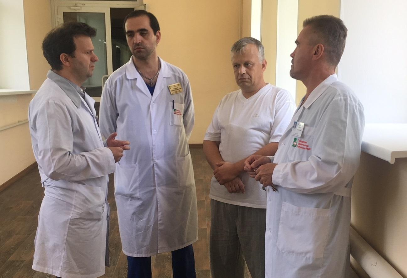 Специалисты городской клинической больницы №25 Новосибирска спасли жизнь пациенту после тяжелого ножевого ранения с повреждением аорты и массивным кровотечением.