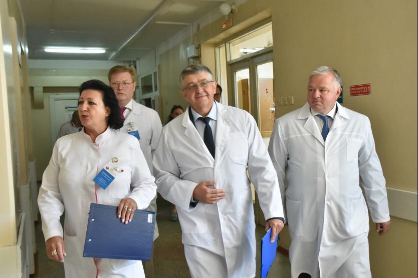 Заместитель Министра здравоохранения РФ положительно оценил работу руководства Новосибирской области по выполнению майского Указа Президента России