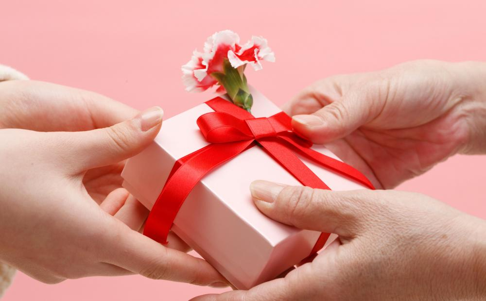 Законопроект скорректируют ради врачей и учителей: им можно будет дарить подарки
