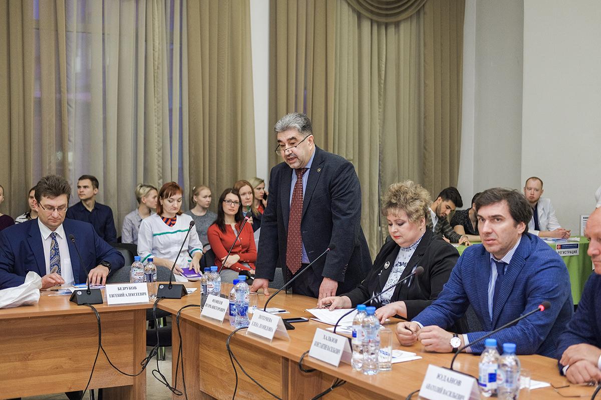 Первые научно-практические конференции прошли в Новосибирской областной больнице