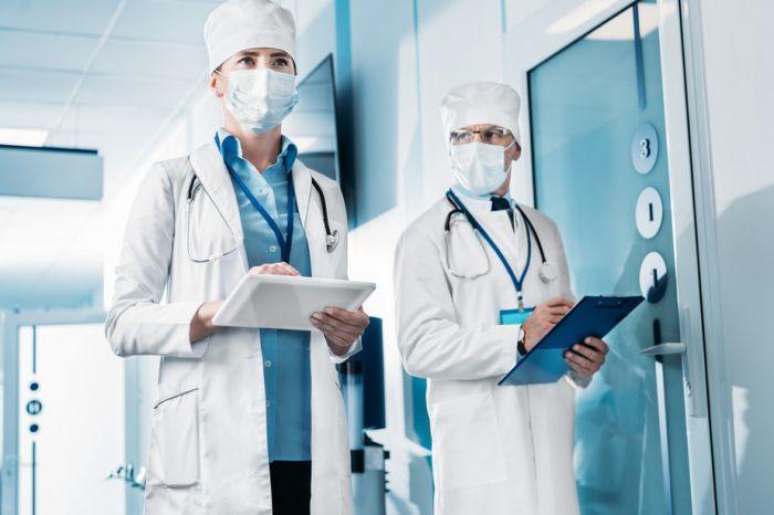 Медучреждения и аптеки получат отдельные правила по охране труда